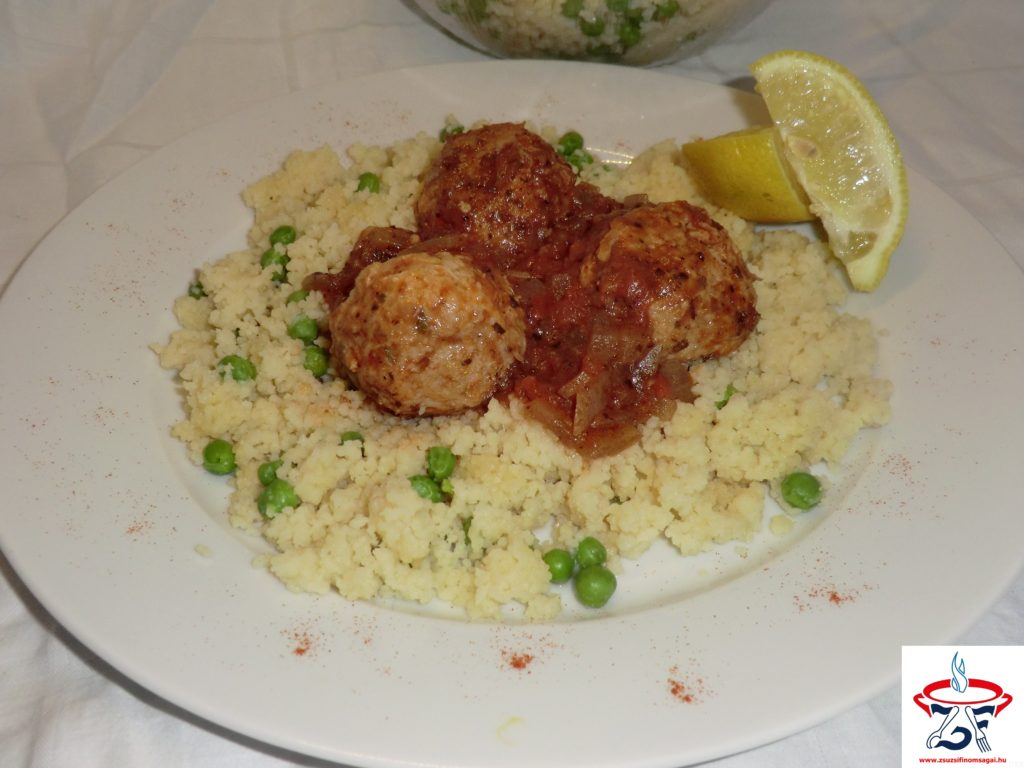 Csirkehúsgolyók zöldfűszeres szószban