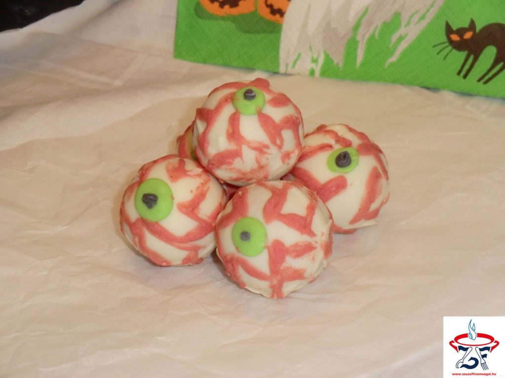 Rémisztő-szemgolyó-sütemény