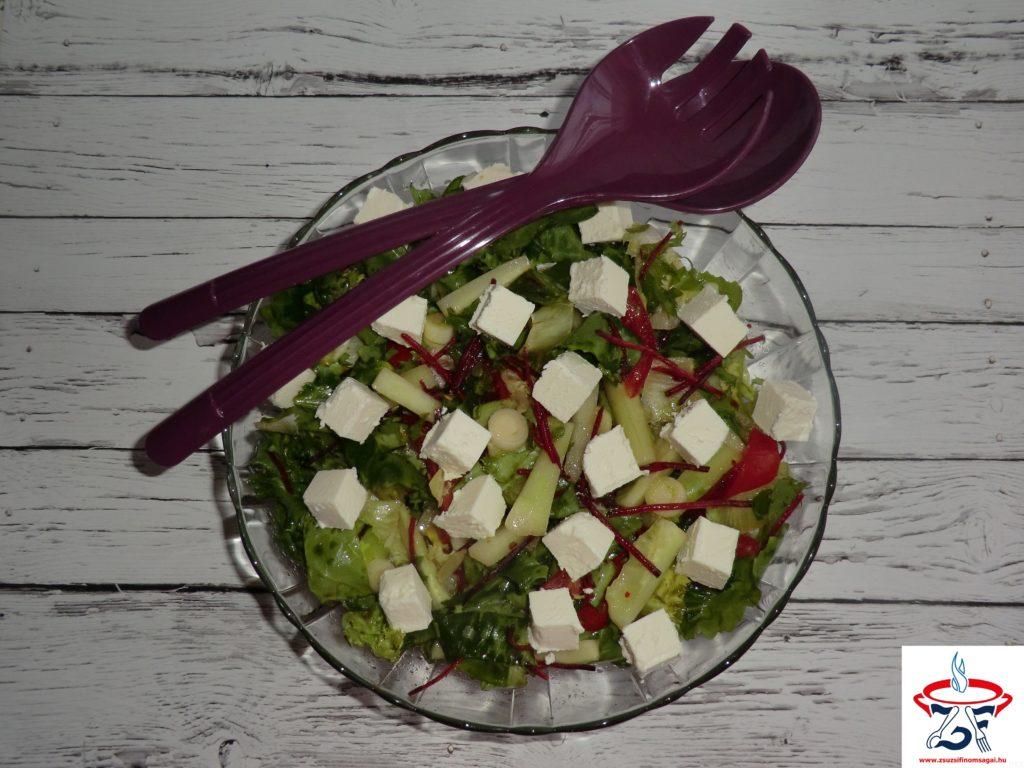 Vegyes saláta fetasajttal